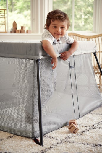 Travel Crib Light Silver in airy and soft mesh - BABYBJÖRN