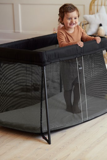 Travel Crib Light Black in airy and soft mesh - BABYBJÖRN