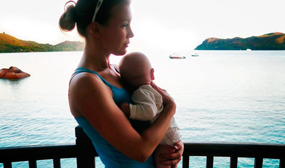 BABYBJÖRN Magazine – Petra Månström traveling to the Seychelles with her little boy.
