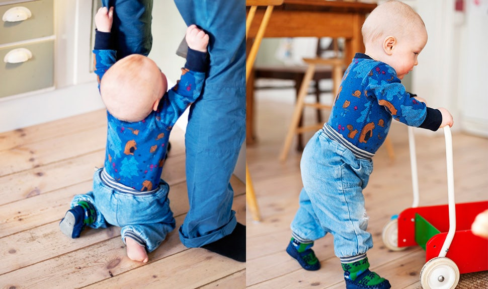 BABYBJÖRN Magazine – When do babies start walking? A baby's first steps.