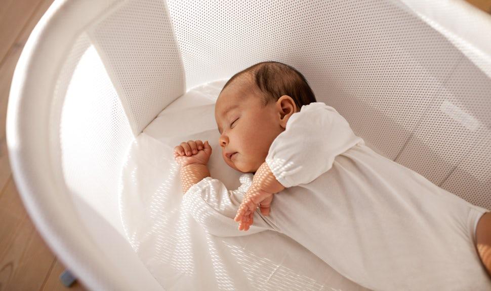 BABYBJÖRN Magazine – Newborn sleep a lot during the first weeks of life.