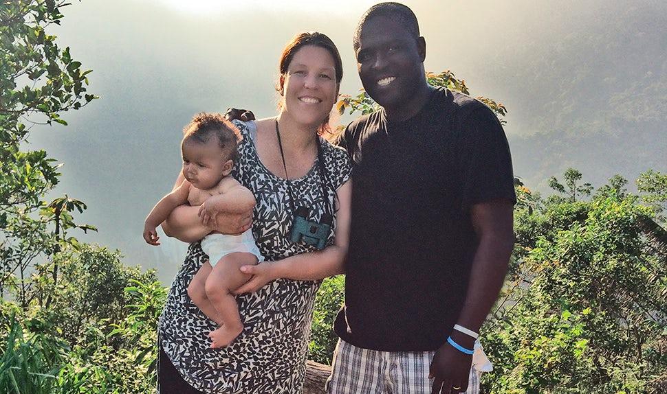 Magazine des parents BABYBJÖRN – Carina en congé maternité avec sa famille au Brésil.