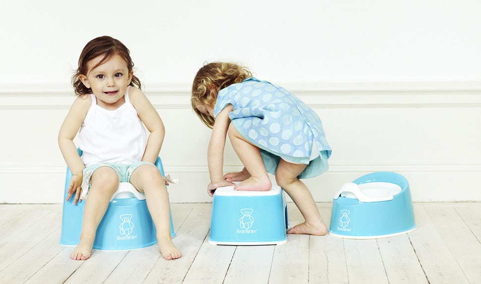 BABYBJÖRN Magazine – Kids try out the BABYBJÖRN Potty Chair instead of nappies
