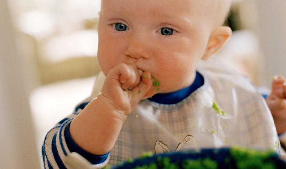 When Do New Babies Begin Eating Solid Foods