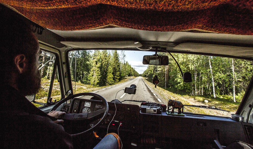 BABYBJÖRN Magazine for Parents – Dad Christian drives the camper van.