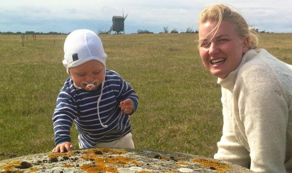 BABYBJÖRN Magazine – Birth stories: Anna Winberg, with her son Isidor.