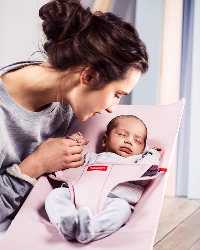 how to put newborn in baby bjorn