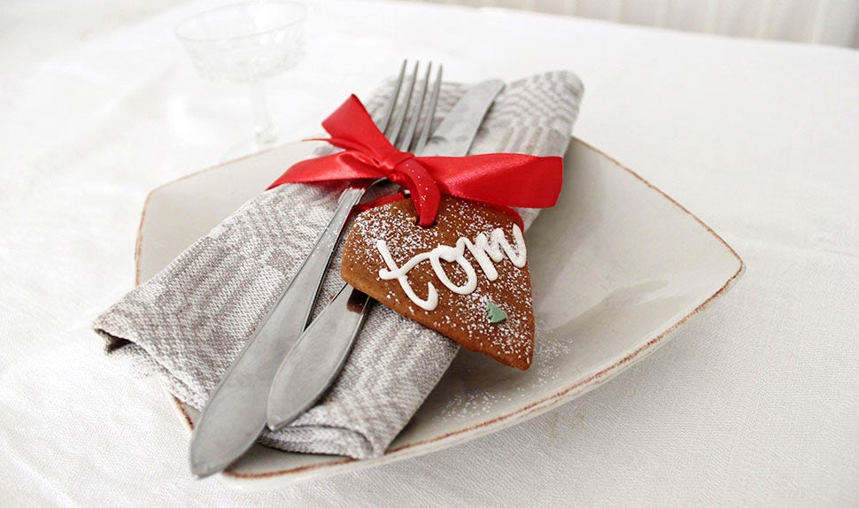 BABYBJÖRN Magazine – gingerbread cookie arts and crafts for the holidays