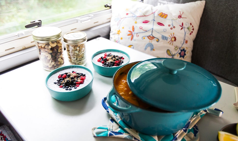 BABYBJÖRN Magazine – On the table in the camper van is a vegetarian casserole, chia pudding and pots of nuts.