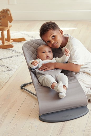 BABYBJÖRN Bouncer Bliss in sand-grey cotton, an ergonomic and cozy baby bouncer with gentle rocking