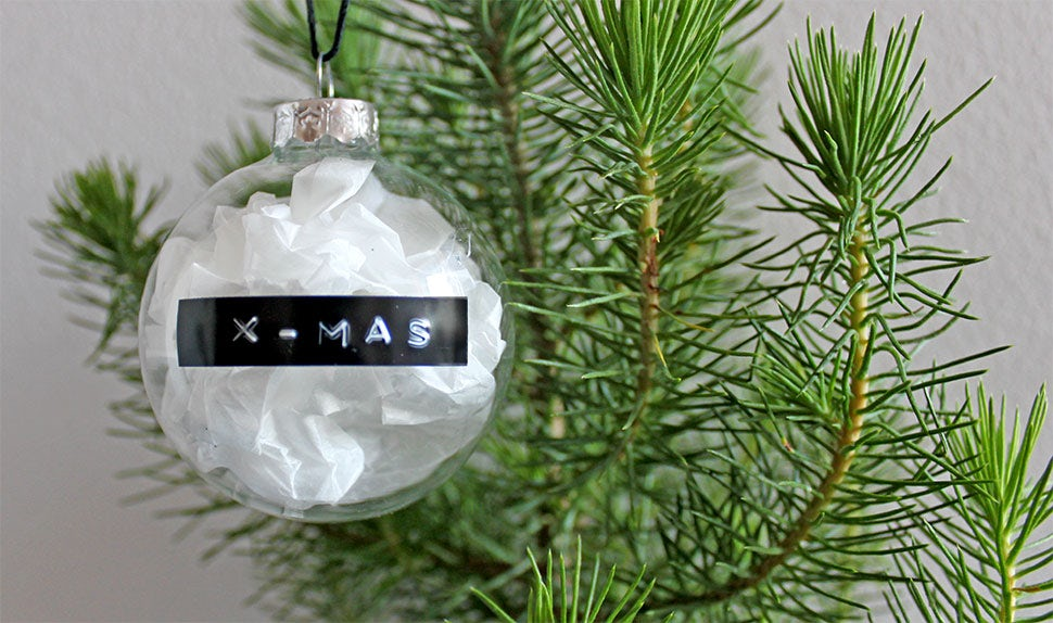 BABYBJÖRN Magazine for Parents – Homemade Christmas tree decorations, four great tips.