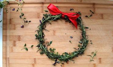 BABYBJÖRN Magazine – edible holiday crafts using sweets, sugar, popcorn, herbs and fruit