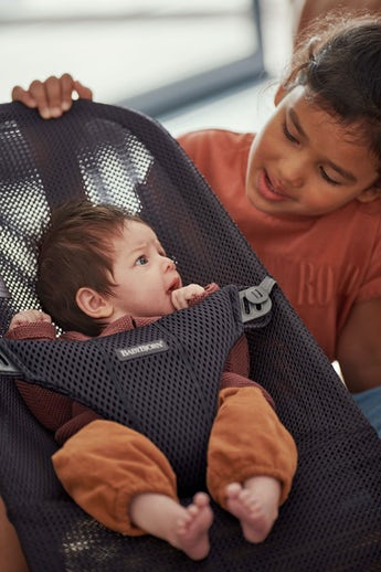 Baby Bouncer in Anthracite softa and airy Mesh - BABYBJÖRN