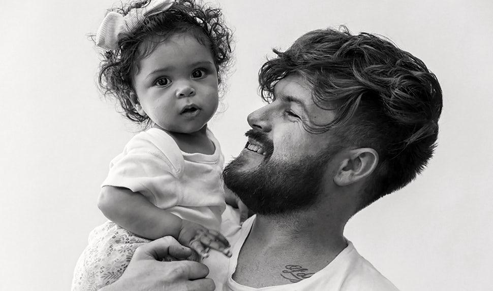 BABYBJÖRN Magazine – Dadstories: dad Joshua recalls the birth of his daughter.