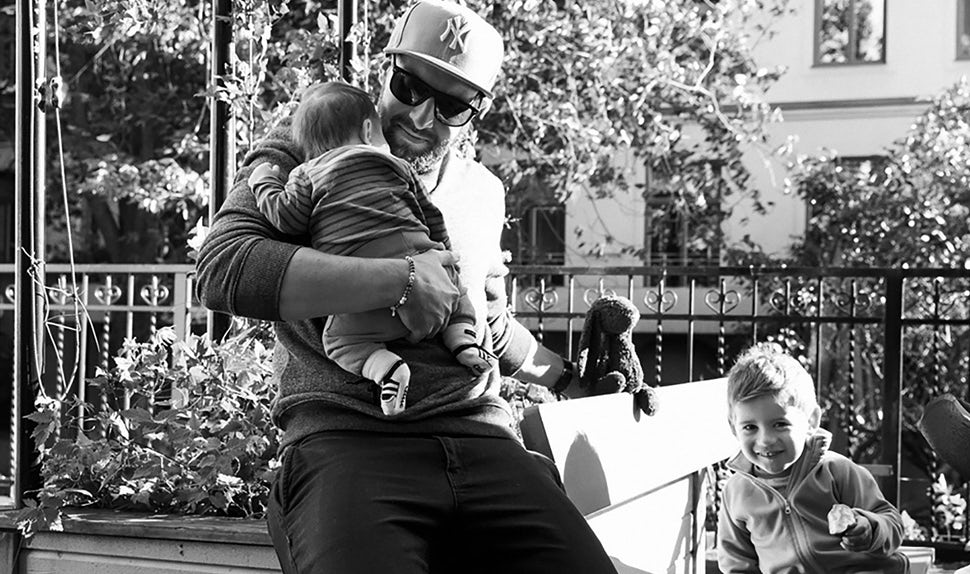 BABYBJÖRN Magazine – Dadstories: dad Pierre with his daughter in his arms and his son beside him.