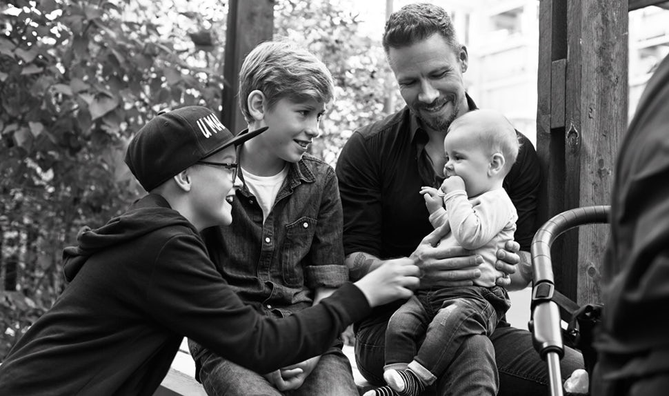 BABYBJÖRN Magazine – Dadstories: dad Stefan describes what it's like to have a baby when your other children are much older.