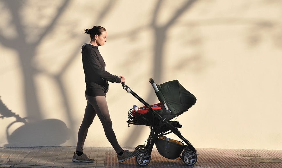 BABYBJÖRN Magazine – Walking is great exercise after a c-section and fits in nicely with life as a new parent.