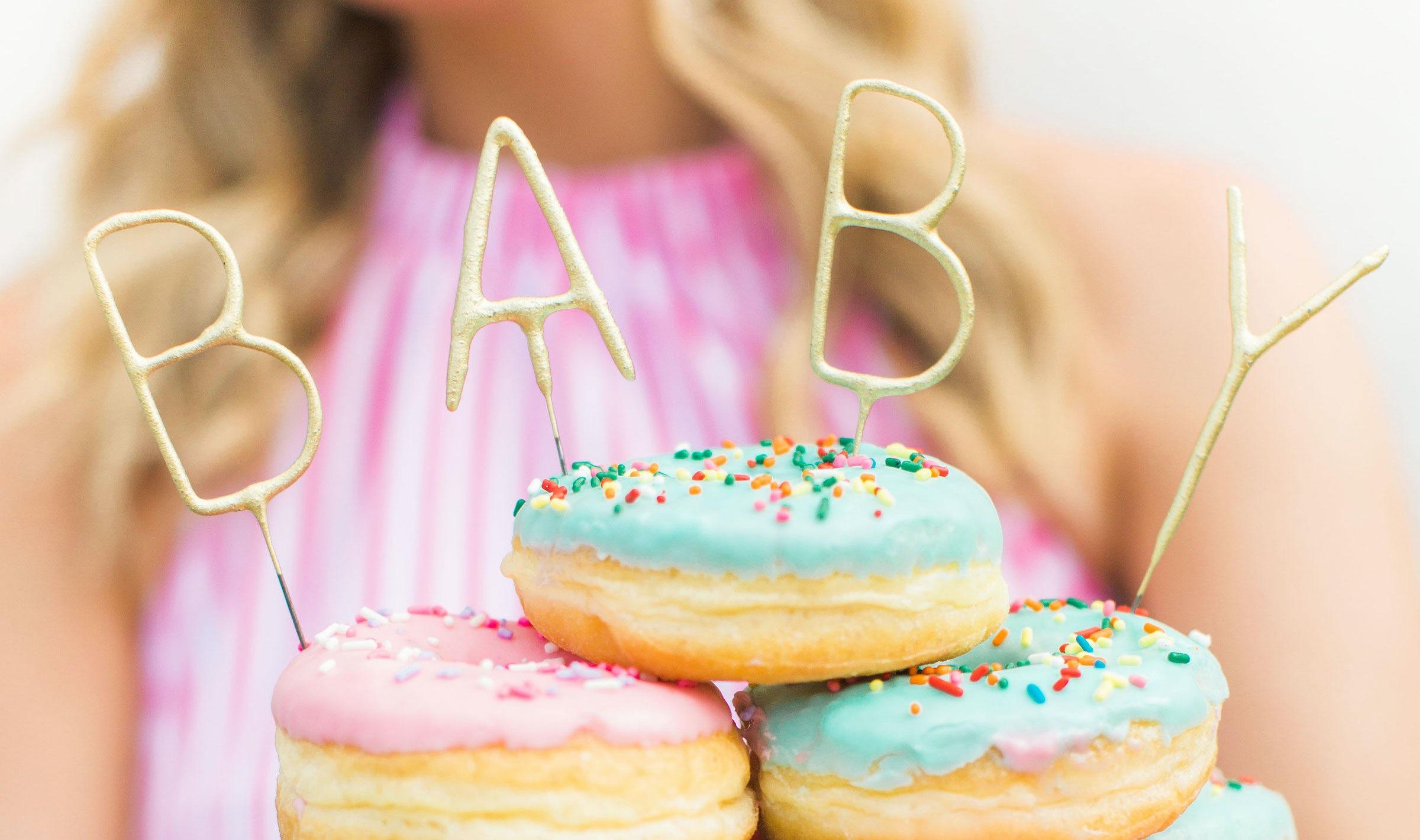 Magazine BABYBJÖRN – Des donuts tout en couleur seront l'atout déco idéal pour la baby shower.