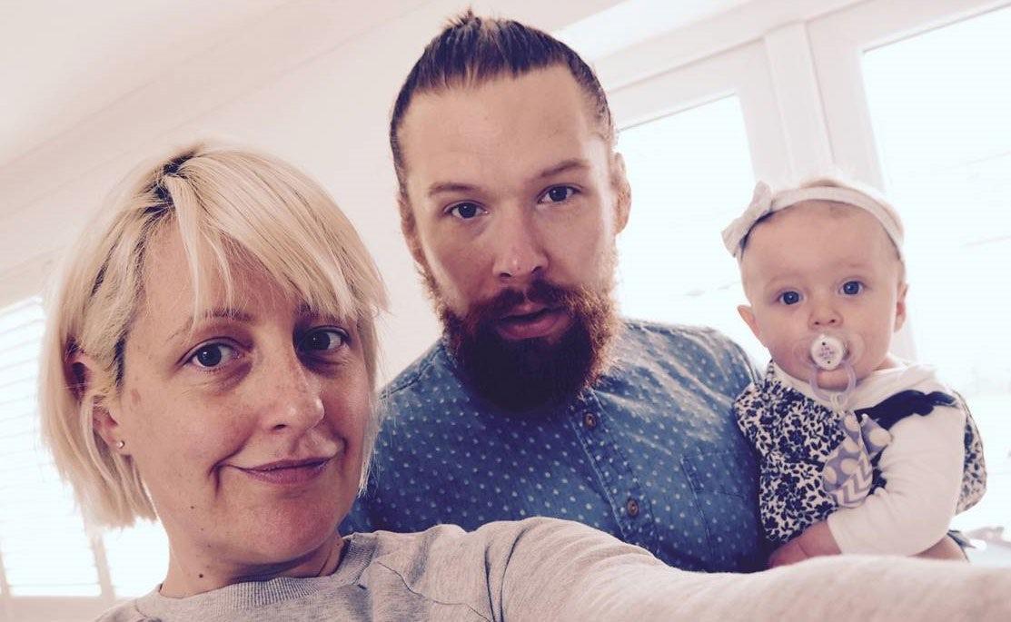 Magazine BABYBJÖRN – Cat Sims, blogueuse sur le site Not So Smug Now, avec sa famille.