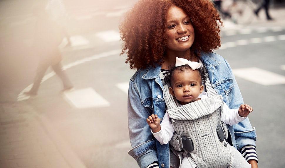 Porte-bébé One Air BABYBJÖRN en tissu maillé souple et aéré – Argent, Maille.