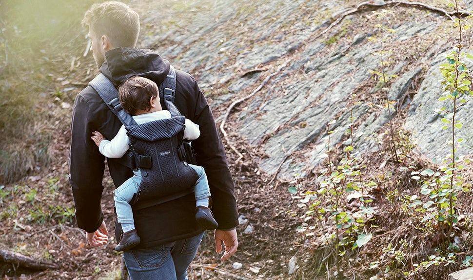 Porte-bébé One Air BABYBJÖRN à portage sur le dos simple et sécuritaire.