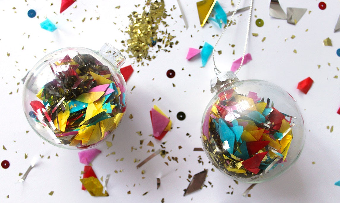 BABYBJÖRN Magazine – Christmas inspiration: Christmas tree balls filled with confetti and glitter.