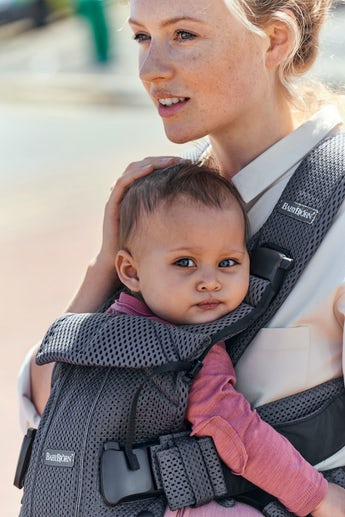 BABYBJÖRN Baby Carrier One Air Pearly Pink in airy 3D Mesh - for newborn, facing in, facing out or backcarrying