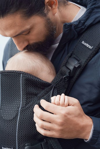 BABYBJÖRN Baby Carrier One Air Black in airy 3D Mesh - for newborn, facing in, facing out or backcarrying