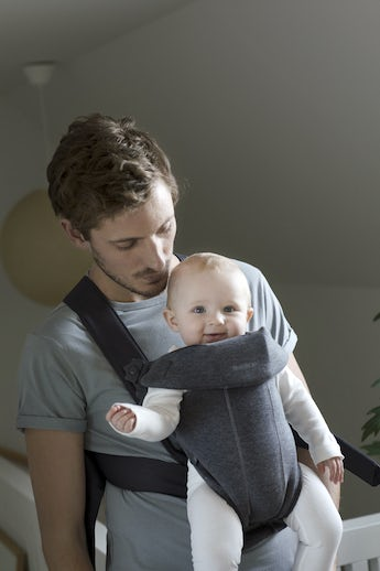 BABYBJÖRN Baby Carrier Mini Darkgrey in supersoft 3D Jersey - perfect for newborn
