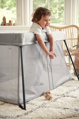Travel Cot Light in Soft and Airy Mesh - BABYBJÖRN