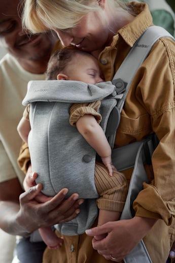 Porte-bébé Mini Gris Clair en Jersey 3D - BABYBJÖRN