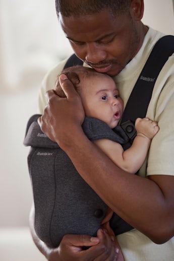 Porte-bébé Mini Gris Carbón en Jersey 3D - BABYBJÖRN