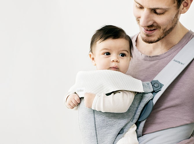 a096c69ce6d Soft bib that protects your Baby Carrier Mini