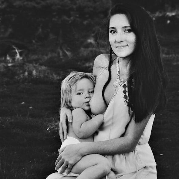 BABYBJÖRN Magazine - Aly from Allmumstalk writes about breastfeeding.