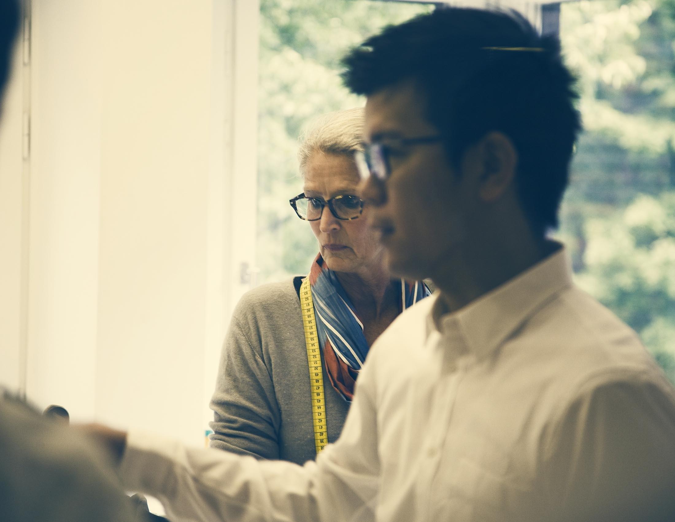 Image de notre designer textile Lisen et de notre PDG japonais | BABYBJÖRN