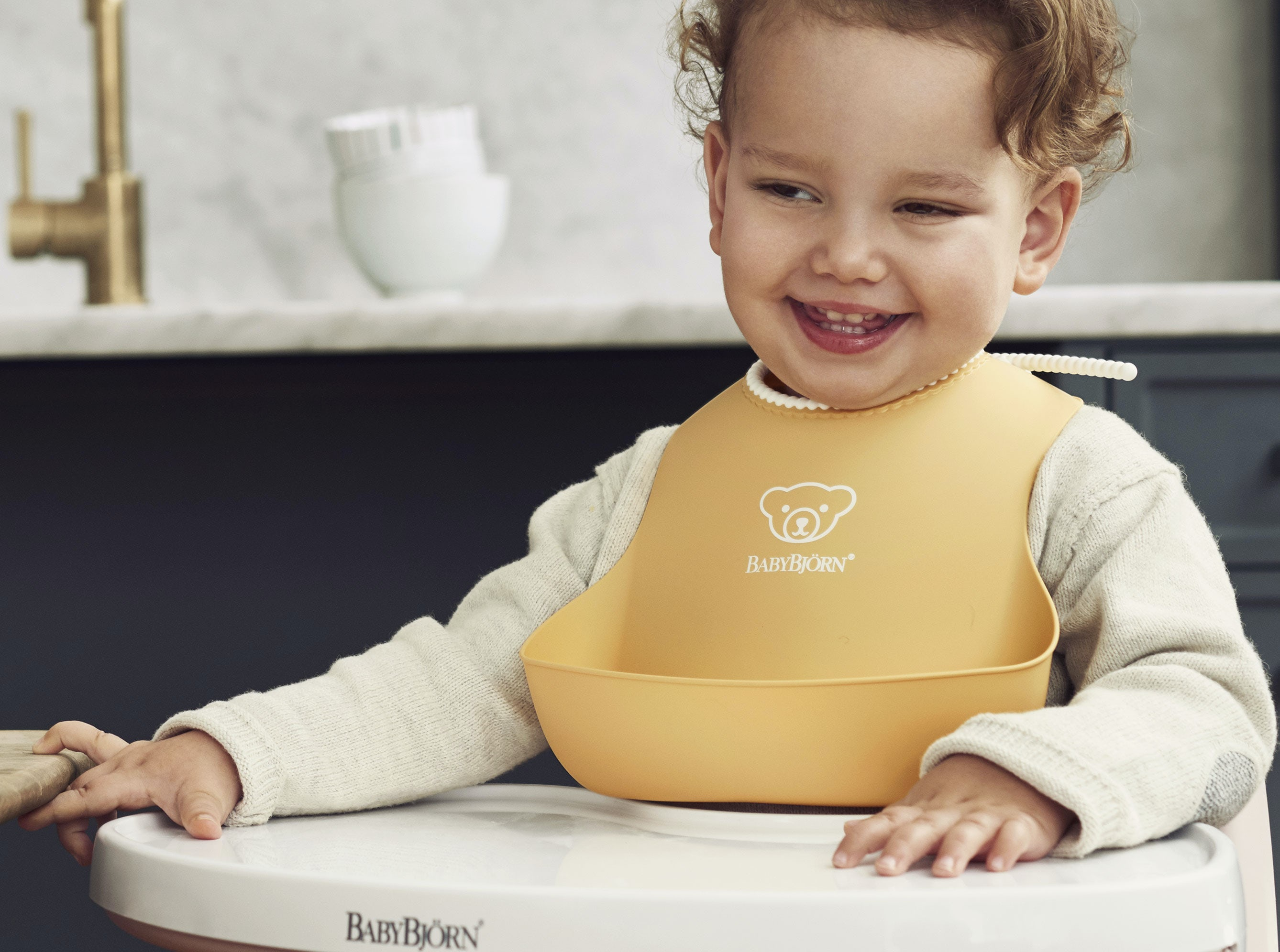 Practical Baby Bib In Soft Amp Comfy Plastic Babybj 214 Rn