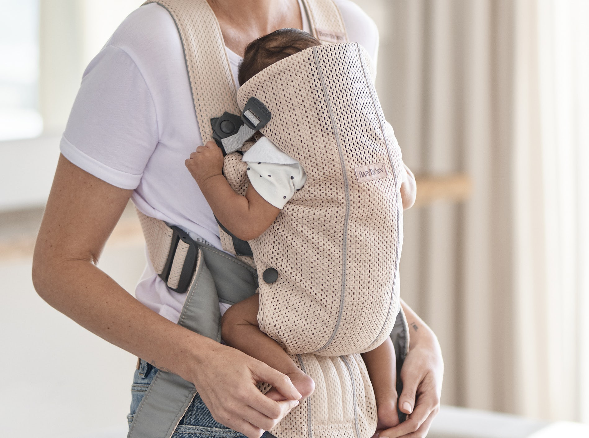 Baby Carrier Mini Pearly Pink 3D Mesh 021001. soft and airy mesh that dries quickly - BABYBJÖRN