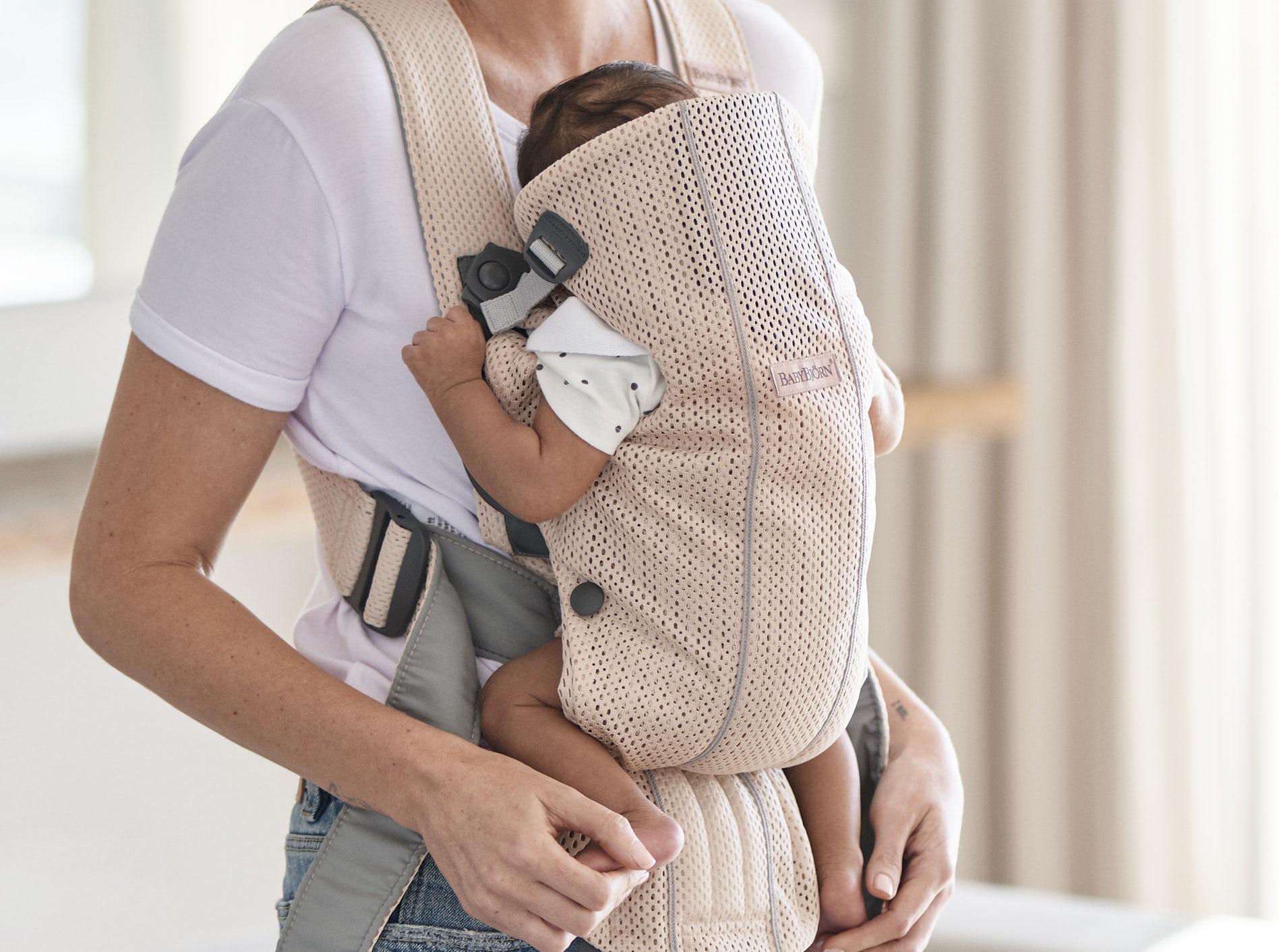 Porte-bébé Mini Rose nacré 3D Mesh 021001, petit, simple et très doux pour les nouveau-nés - BABYBJORN