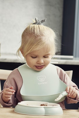 Feeding Bib Set 2-pack, Powder Green - BABYBJÖRN