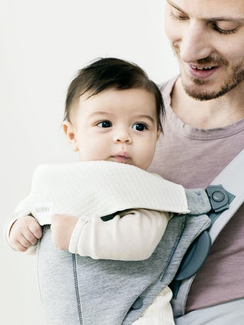 Bib for Baby Carrier Mini - BABYBJÖRN