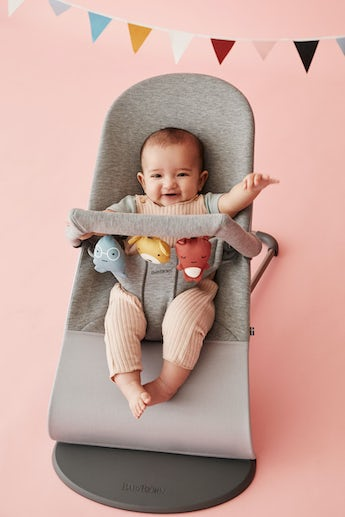 Bouncer Bliss Light Grey in supersoft 3D Jersey with toy Soft Friends - BABYBJÖRN