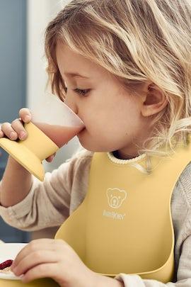 Feeding Bib Set 2-pack, Powder Yellow - BABYBJÖRN