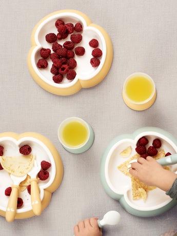 Baby Feeding Set Powder Yellow in BPA-free plastic - BABYBJÖRN