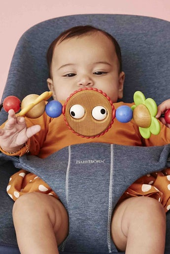 Bouncer Bliss in Dove Blue supersoft 3D Jersey with toy Googly Eyes - BABYBJÖRN