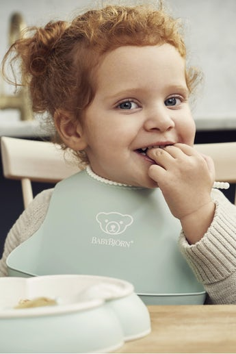 Baby Bib, Powder green, with deep spill pocket to catch any mess - BABYBJÖRN