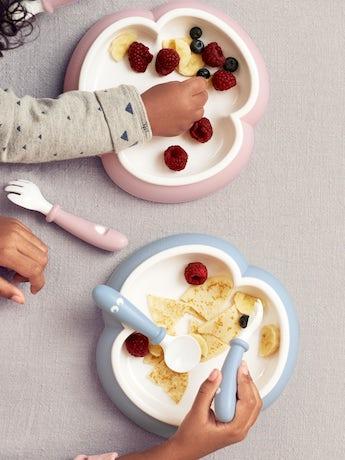 babybjorn-assiette-cuillere-et-fourchette-pour-bebe-2-ensembles-bleu-pastel-002