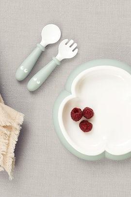 babybjorn-assiette-cuillere-et-fourchette-pour-bebe-2-ensembles-vert-pastel-002