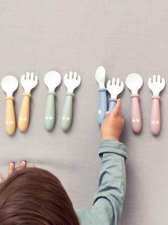 Cuillère et Fourchette pour Bébé, en pack de 4 en Jaune Pastel - BABYBJÖRN