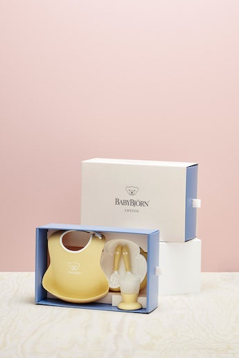 Complete baby dinner set for fun mealtimes in an attractive gift box - Powder yellow - BABYBJÖRN