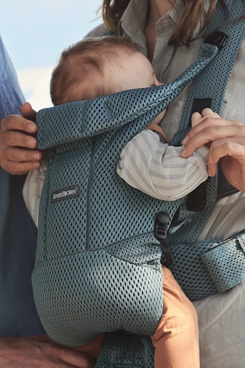 BABYBJÖRN Baby Carrier Free Sage Green Mesh with backsupport and padded shoulder straps